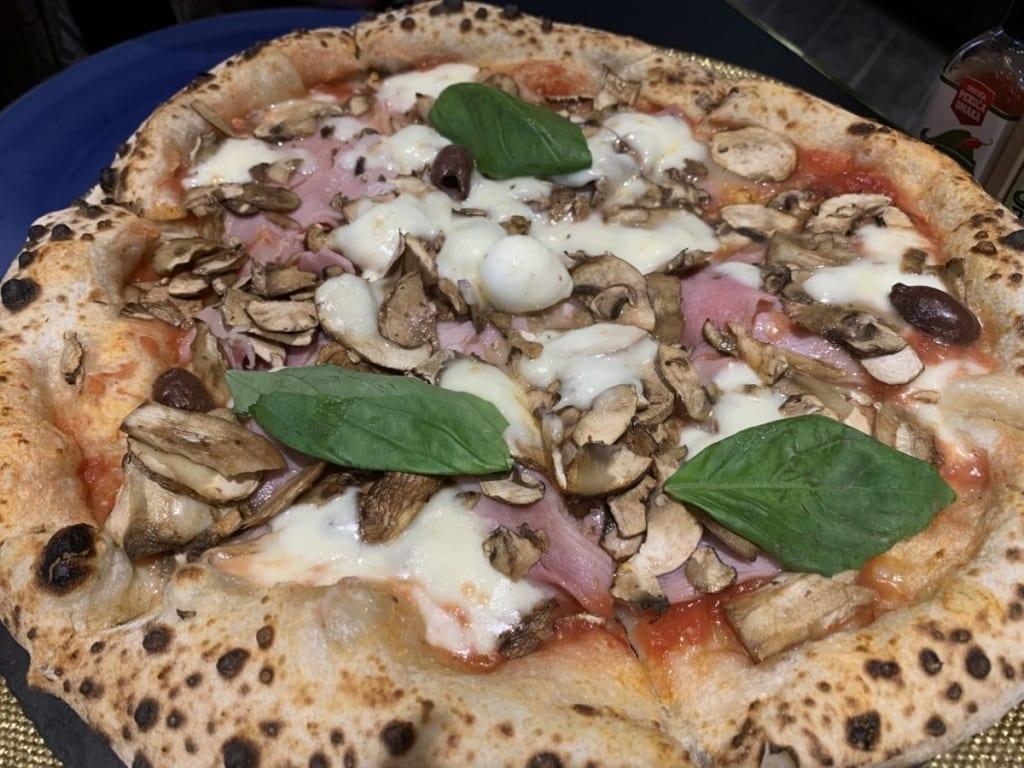 Pizza Cappricosa u Franko's pizzeriji