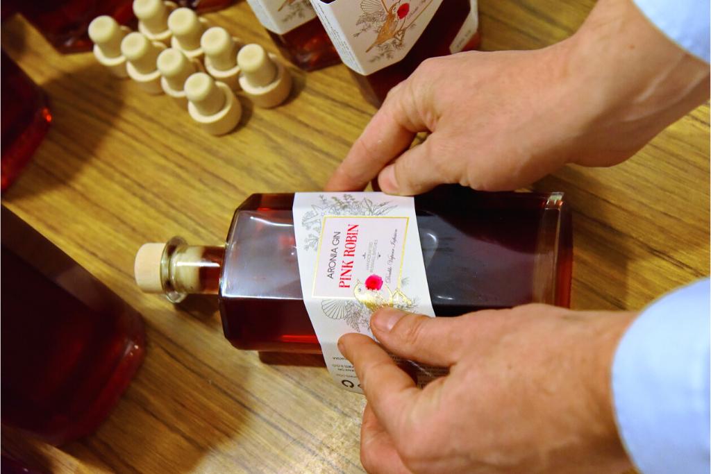 Pink Robin gin etiketa