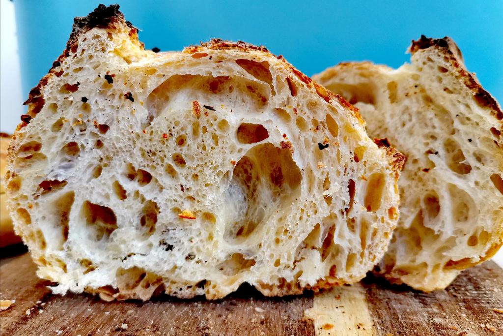 Prerezani sourdough kruh